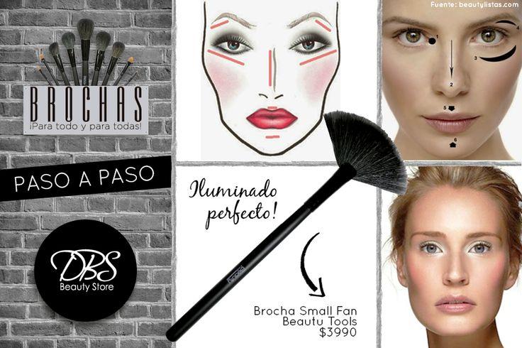 ¿Quieres iluminar tu rostro? Hay zonas clave donde debes aplicar el iluminador como el mentón, bajo las cejas y en los pómulos altos. Pero lo más importante es que uses una buena brocha para esto, te recomendamos la #SmallFan!