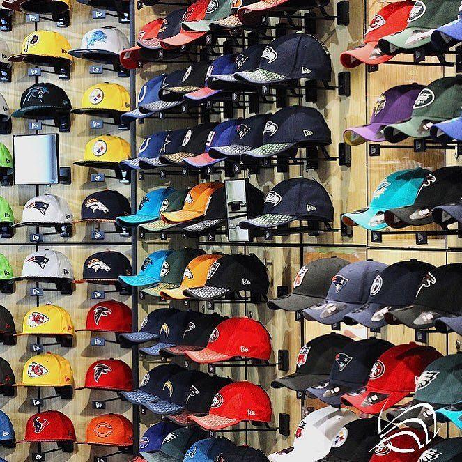 Heute ist @nba Saison Start! Passend dazu gibt es bei @neweracap eine riesen Auswahl an Caps die ihr sogar individuell besticken lassen könnt. Welche Farbe gefällt euch bei Caps am besten? #myzeil #nba #welovefrankfurt  #newera #cap