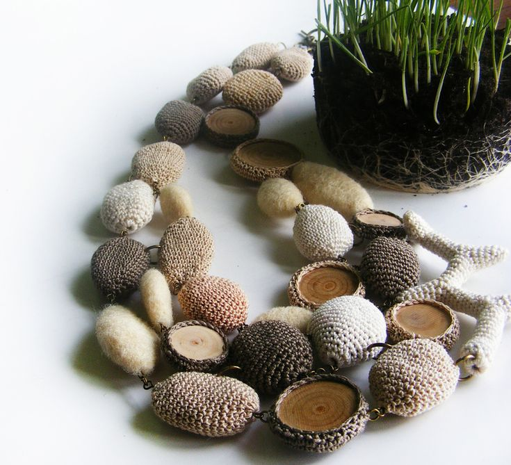 "Colier ""Wood, Stone and Wool Inspiration"" (124 LEI la lida.accessories.breslo.ro)"