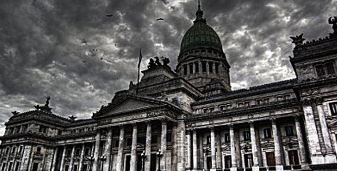 #Genealogía de la #Política #Argentina, fue un seminario brindado por Horacio #González,Eduardo #Gruner y León #Rozitchner en el marco del ciclo de seminarios 2010 de la #Facultad #Libre de #Rosario. Aquí el paper : http://goo.gl/OXILR4