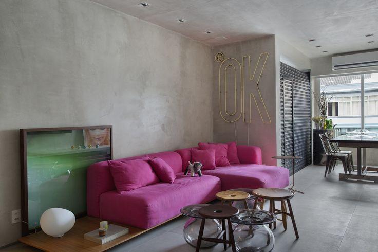 MM apartment : Salas de estar industriais por Studio ro+ca