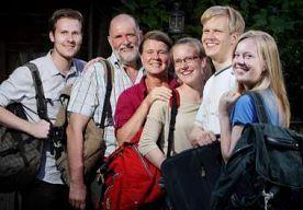 30-Jul-2014 11:44 - NEDERLANDS GEZIN OP WERKVAKANTIE IN LEGER ISRAËL. Tanks gebruiksklaar maken, medicijnen sorteren, de basis schoonhouden: een Nederlands gezin maakt zich op voor 3 weken klussen in het Israëlische...