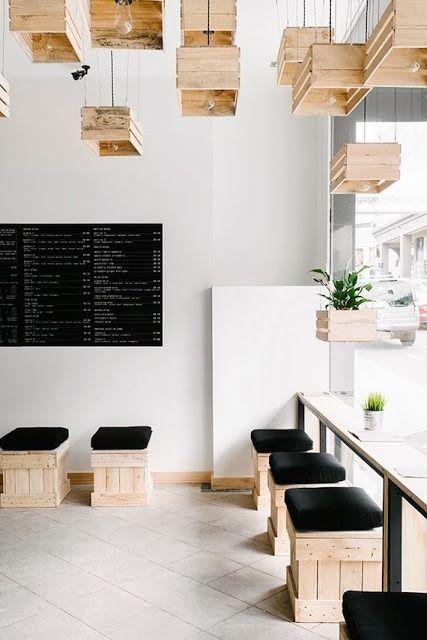 Faz muito tempo não falo sobre ambientes comerciais: Bares, Restaurantes e Lojas. Então, selecionei algumas ideias econômicas, bonitas e simples que você pode adequar ao seu espaço ou que podem lhe dar inspiração para decorar sem gastar muito.