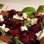 Grilled beetroot salad with goat cheese and croutons - FoodFamily