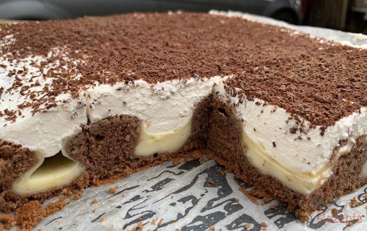 Versunkener Kuchen mit Pudding und Sahne