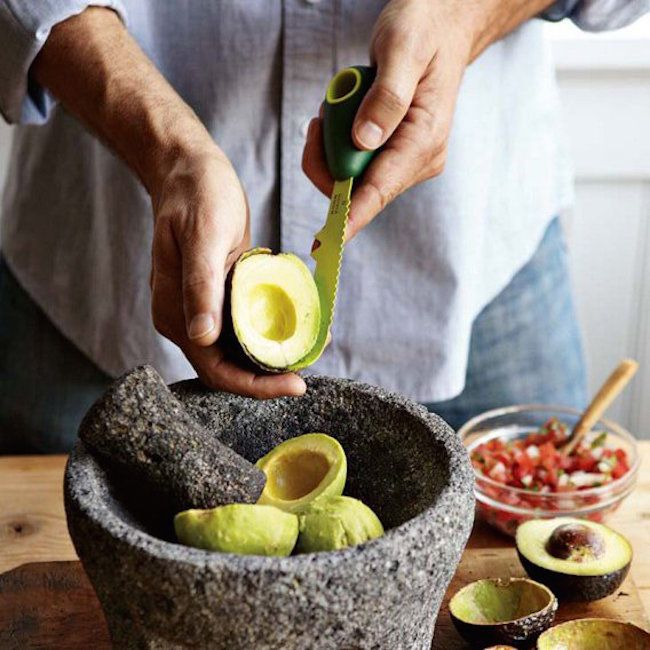 If you simply love avocados and don't wish to go through the hectic de-seeding and peeling process time and again, here's a chance to make it easy with the Kuhn Rikon All-In-One Avocado Tool.