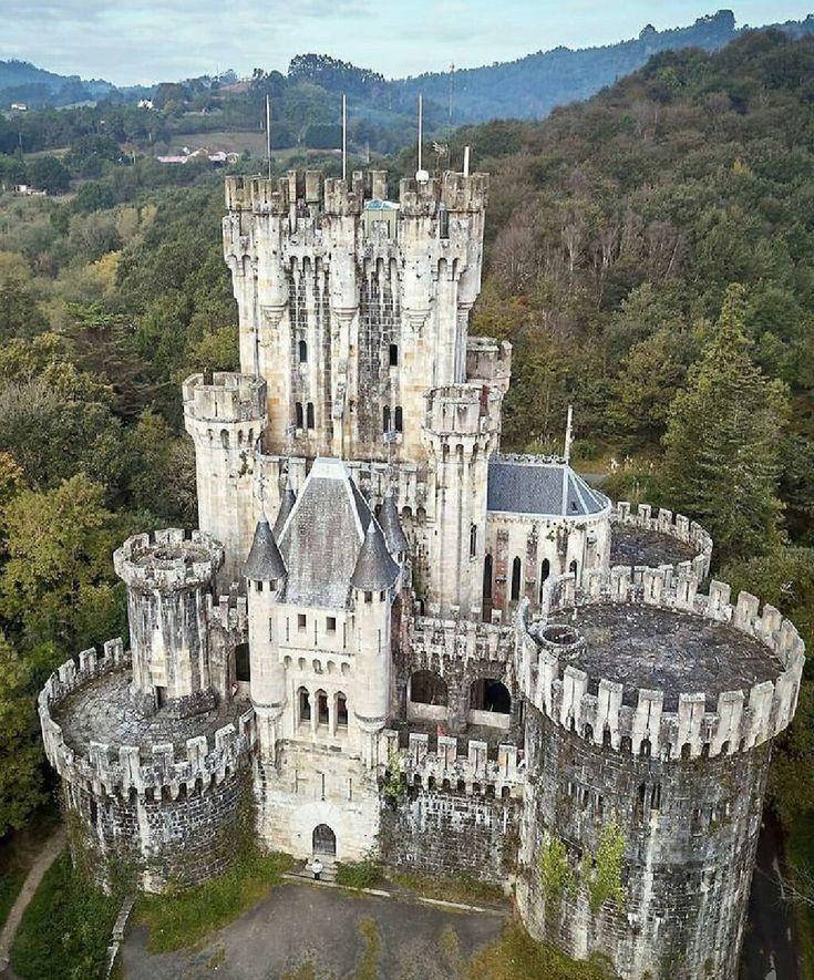 большинстве картинки огромных замков уложить платок