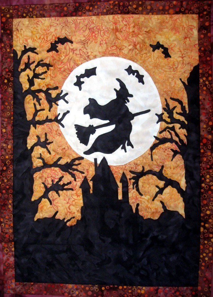Halloween Witch Quilt Wall Hanging...I need one with Emerald City underneath