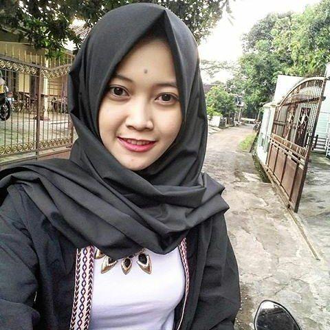 Repost from @yosan_misoni . . ======= #wanitaberhijab #hijabcommunity #instahijab #hijabhits #selfiehijab #berhijab #hijabstyle #cewekmanis #hijabdaily #hijabmodis #hijabersindonesia #hijabstreet #hijaberkece #hijabkekinian #hijaberscantik #hijabermodern #hijabergaul #hijabermanis 