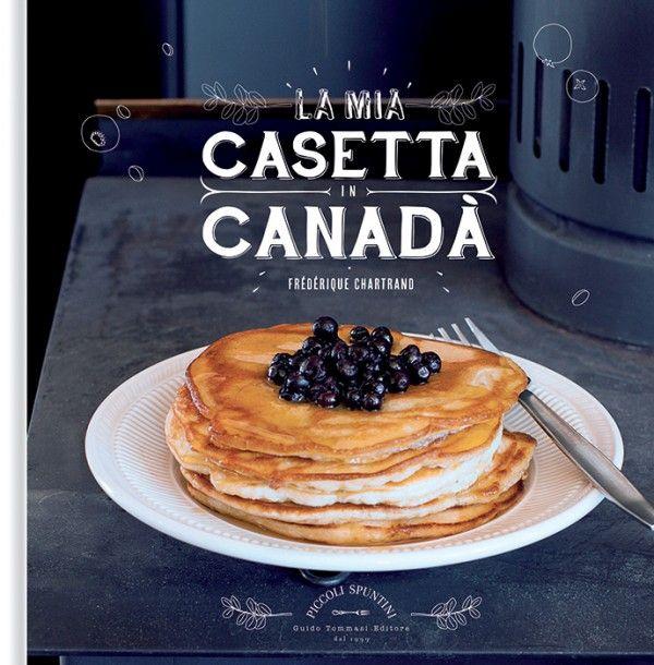 """""""La mia casetta in Canadà"""" - rovate a portare in tavola un angolo di Québec e non potrete più farne a meno. Scoprirete che una bottiglietta di sciroppo d'acero, una manciata di mirtilli rossi, una birra artigianale e poco altro sapranno trasportarvi molto lontano. Comincia il viaggio, date un morso alla ciambella con la lucida glassa di sciroppo d'acero e immaginate di sentire il silenzio di un paesaggio innevato e l'odore pungente della resina nei boschi…"""