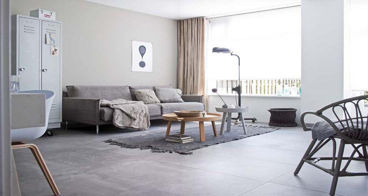 Geweldig. Wel de betonlook maar niet de ongemakken van een echte betonvloer. vtwonen tegels | Mix Match - Inspireer, Oriënteer en Creeër!