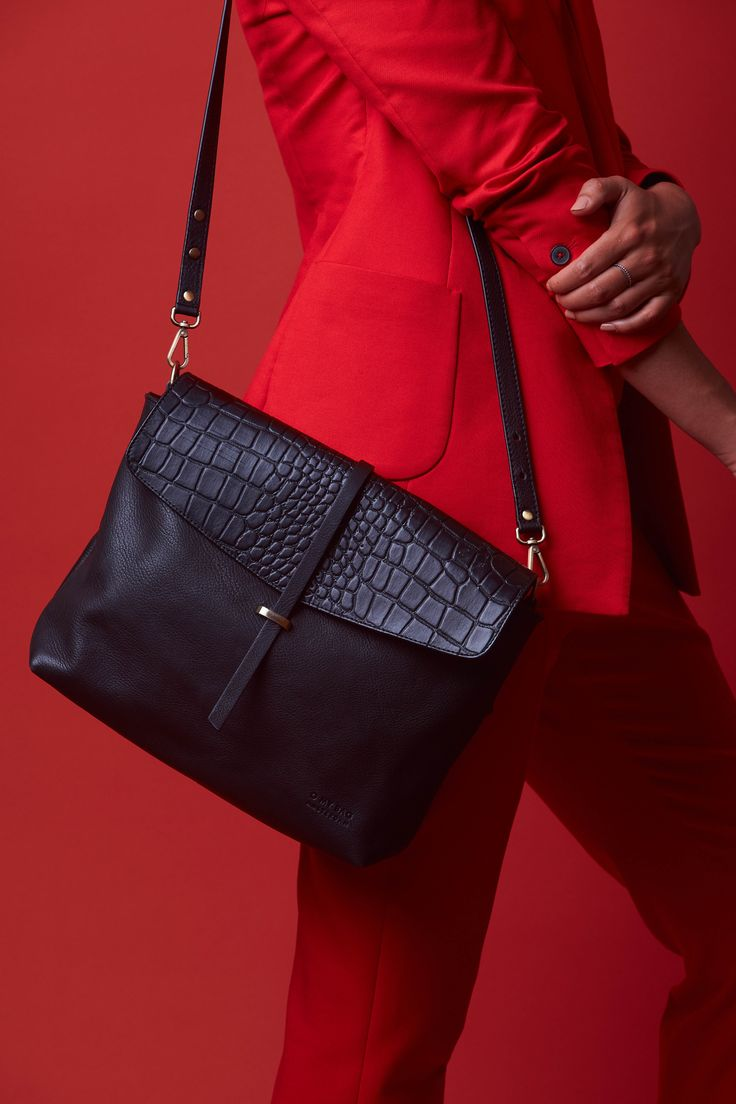 Ella   midnight black croco   www.omybag.nl   Sustainable and Fair trade leather bags  