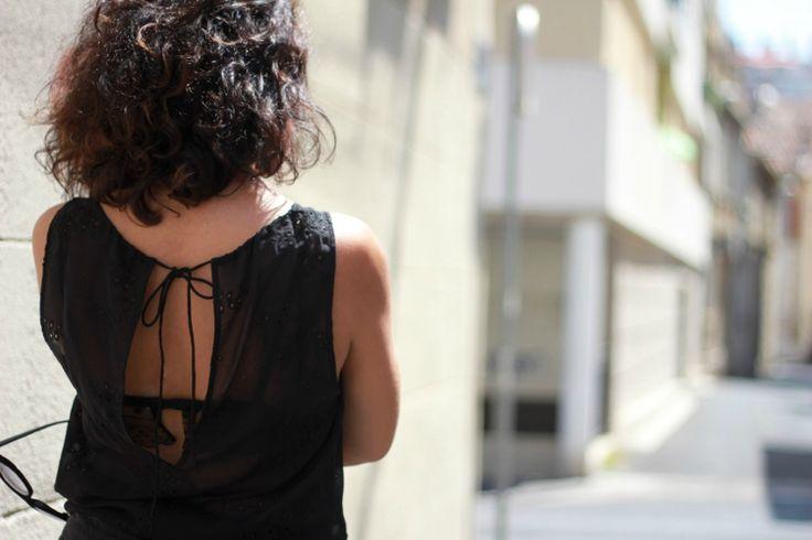 Nadia du blog Nizzagirl porte notre top Tutu en soie brodée !