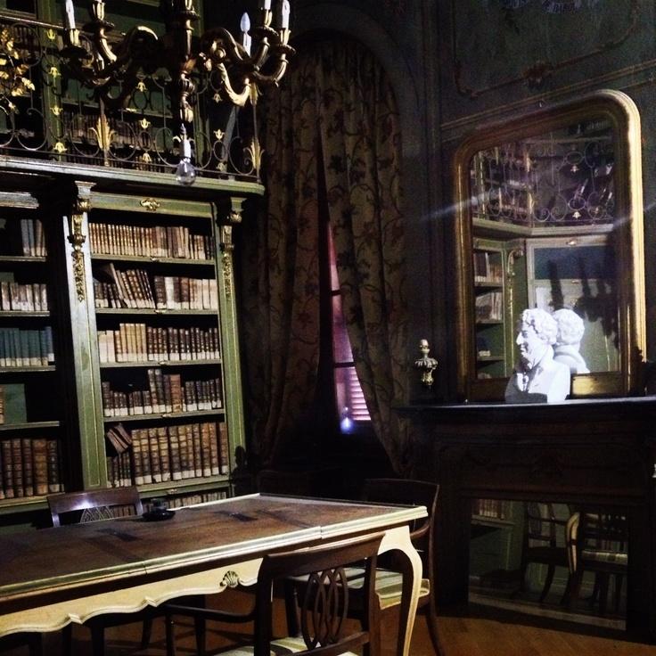 Biblioteca del Castello Falletti di Barolo - Piemonte, Italia. 44°37′00″N 7°56′00″E