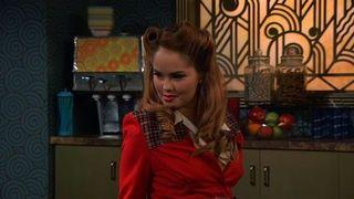 Watch Jessie Season 6 Episode 15 - Someone Has Tou-pay Online