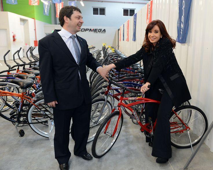Inauguración de una fabrica de bicicletas en Chaco