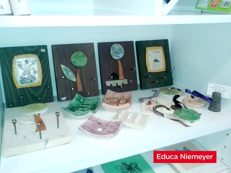 La ceramista Charo Cimas en la librería del Centro Niemeyer