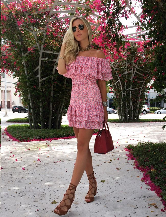 Nati Vozza do Blog de Moda Glam4You arrasando no look do dia com vestido floral