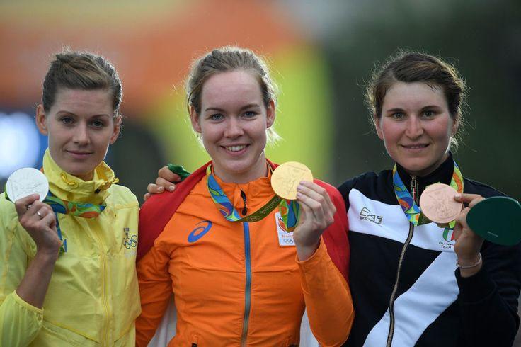 Medaglia di bronzo nel ciclismo su strada a Elisa Longo Borghini (prima a destra).
