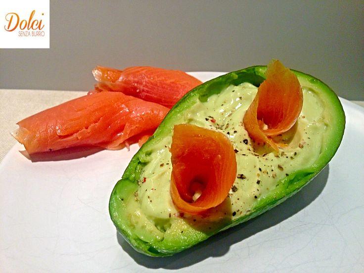 La CREMA DI AVOCADO E SALMONE è un piatto fresco goloso e delicato realizzato con #cuko di #imetec . Facile e veloce da realizzare, la #crema di #avocado è perfetta da gustare sola o su crostini accompagnata dal #salmone. Una ricetta light e sfiziosa! Ecco la #ricetta http://www.dolcisenzaburro.it/recipe-items/crema-di-avocado-con-salmone/ #dolcisenzaburro healthy and light desserts cakes sweets