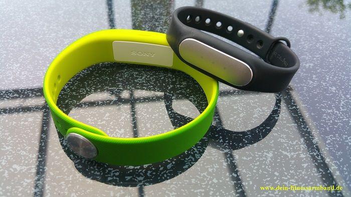 zwei günstige Fitnessarmbänder im direkten Duell. Wie schlägt sich das Xiaomi Mi Band gegen das Sony Smartband SWR10  http://dein-fitnessarmband.de/fitnessarmband-praxis-test-xiaomi-mi-band-vs-sony-smartband-srw10/
