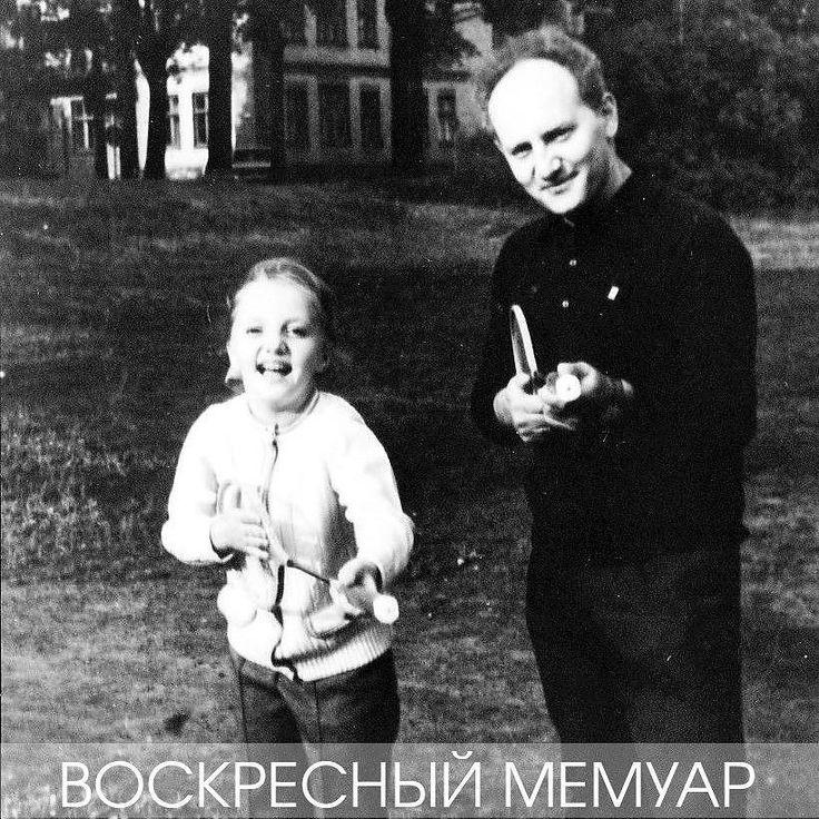 От первых каникул в Пярну у меня почему-то остались исключительно материальные воспоминания. Скорее всего это связано с тем что тамошняя жизнь была настолько разительно непохожа на московскую что это накрепко врезалось мне в память. И самым первым и самым ярким впечатлением стали пляжные кабинки для переодевания оформленные в немыслимом для Москвы рекламном стиле.  Дома рекламы было мало да и та в основном тяжеловесно призывала летать самолетами Аэрофлота и хранить деньги в Сберегательном…