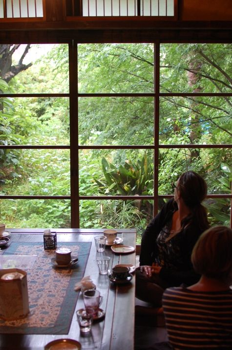 Kyoto : a very special little tea house called Infinity Cafe tucked away in a maze of small streets, surrounded by a luscious green garden.
