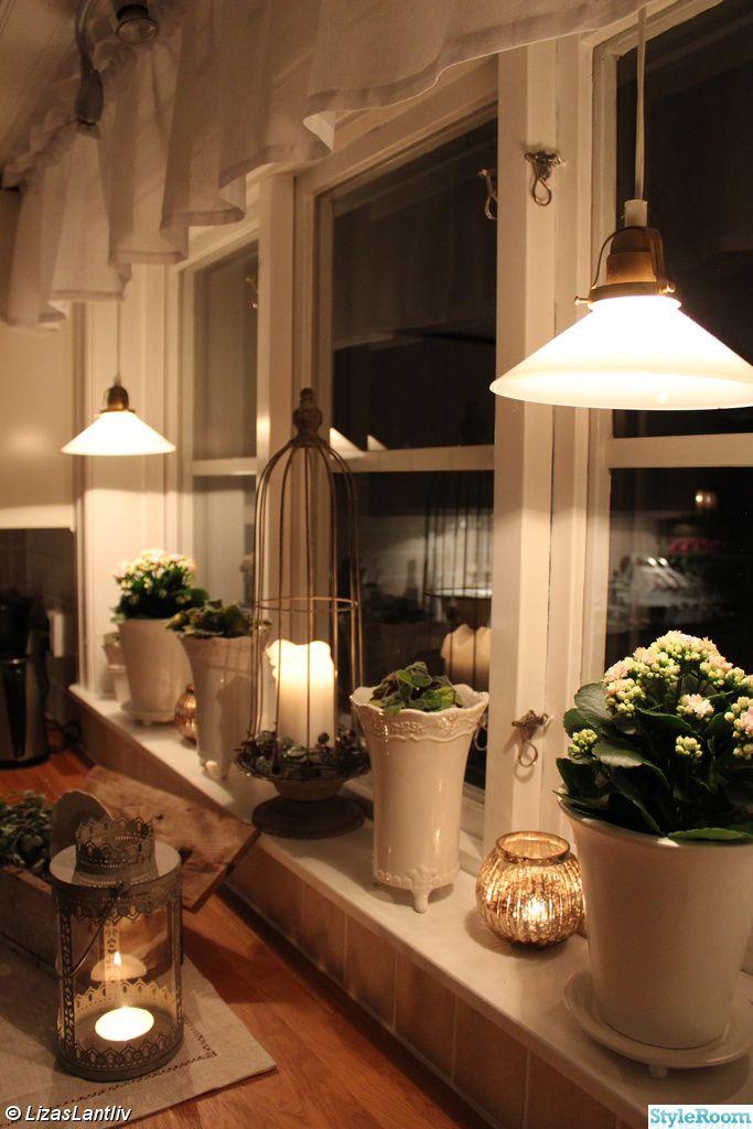 köket,lantligt,köksfönster,skomakarlampa,lykta,kruka vit,fattigmanssilver,våreld,gardinkappa