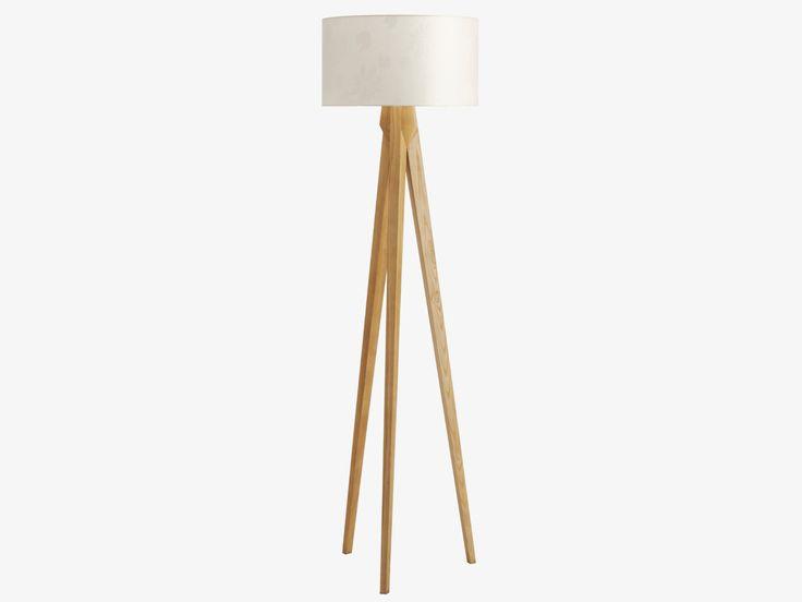 Tripod gulvlampe i solid ask. Lampeskjerm kjøpes separat. Kr. 1875,-