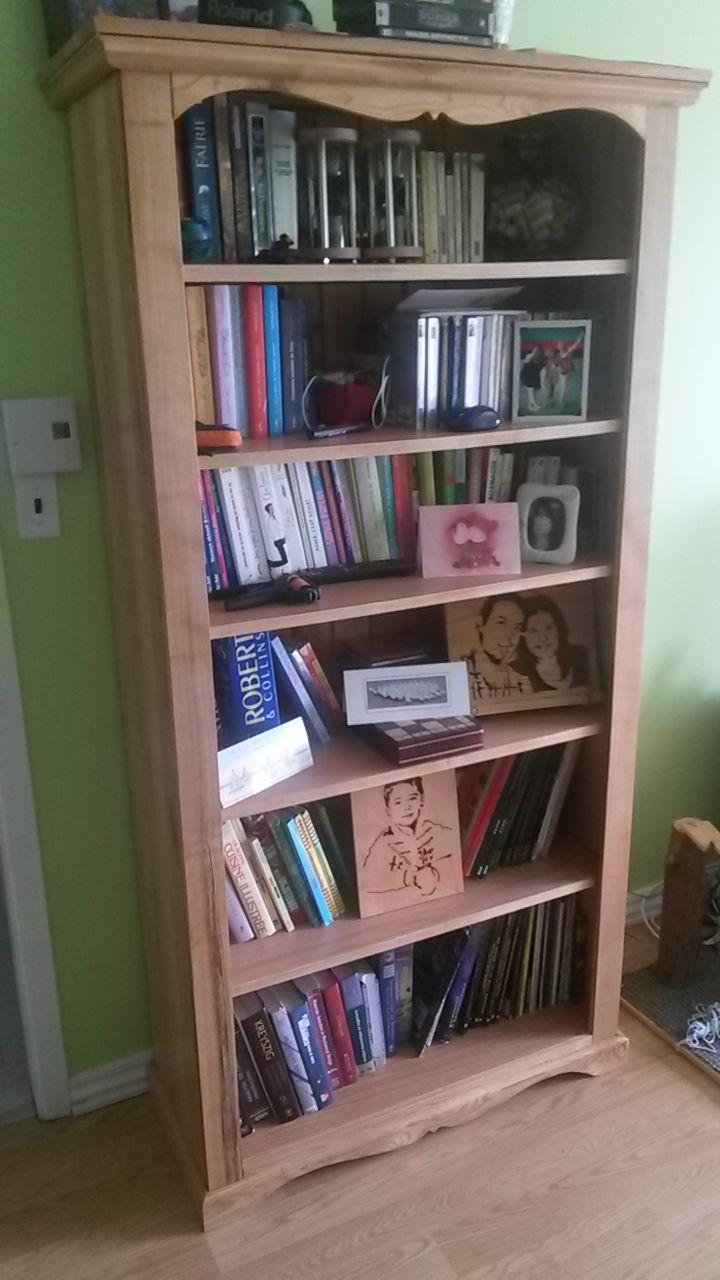 Bibliothèque, principalement en frêne