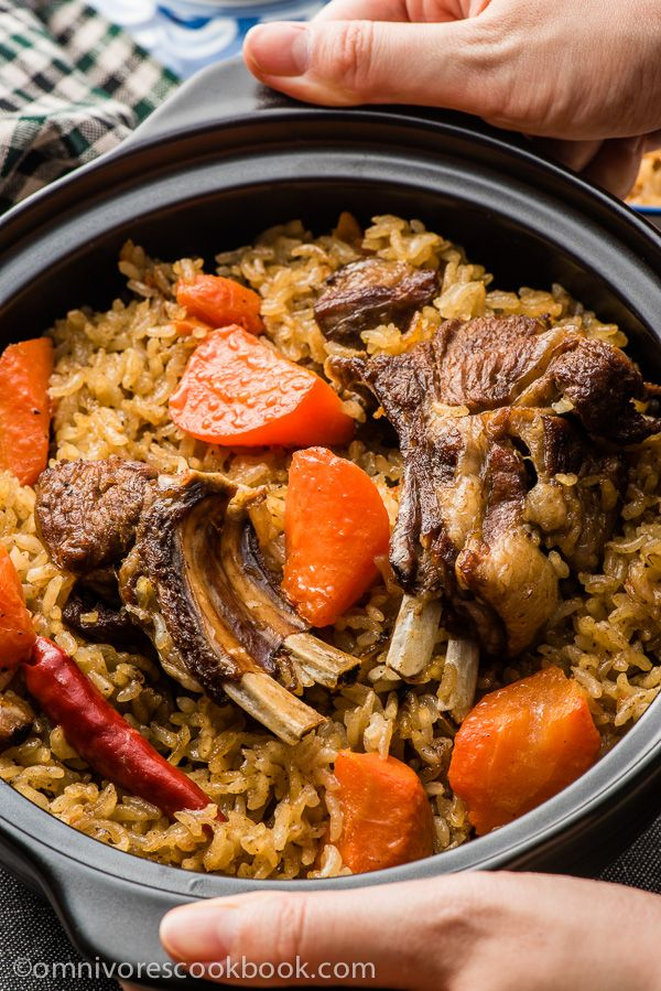 UYGHUR LAMB PILAF POLO 羊肉抓饭 (Serves: 4-8) 2 T oil 5 cloves garlic, 3 slices ginger, 600g lamb spare ribs,  2 t salt, 1 (350 g) onion, 2 (500 g) carrot, 2 c (500g) rice, 1 t sugar, 1 t cumin powder, 5 dried chili peppers, (optional) 1 t Sichuan peppercorn ====