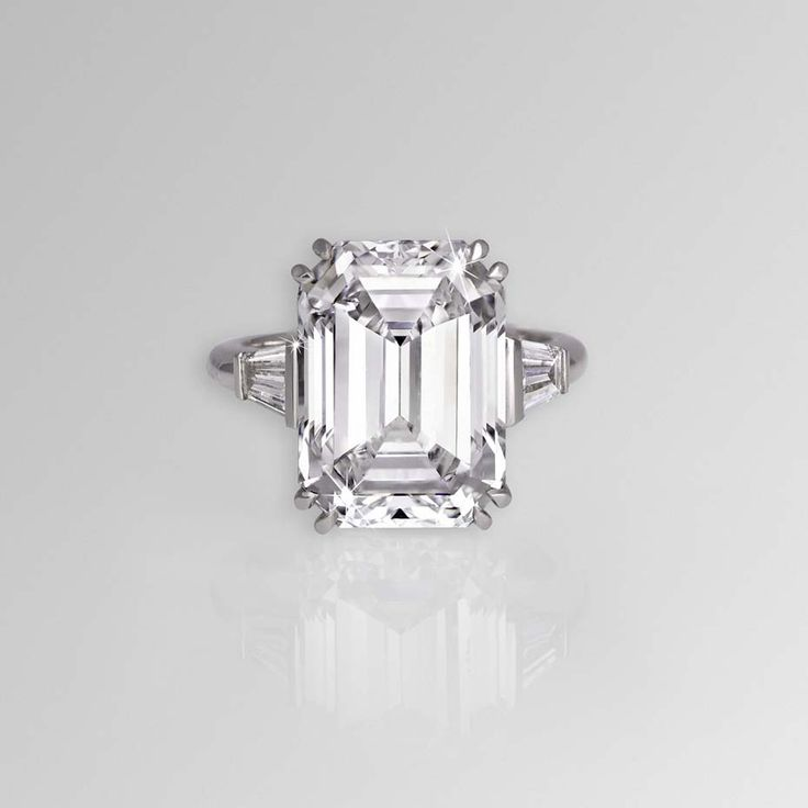 David Morris 11.04ct emerald-cut diamond ring with tapered baguette shoulders, set in white gold.