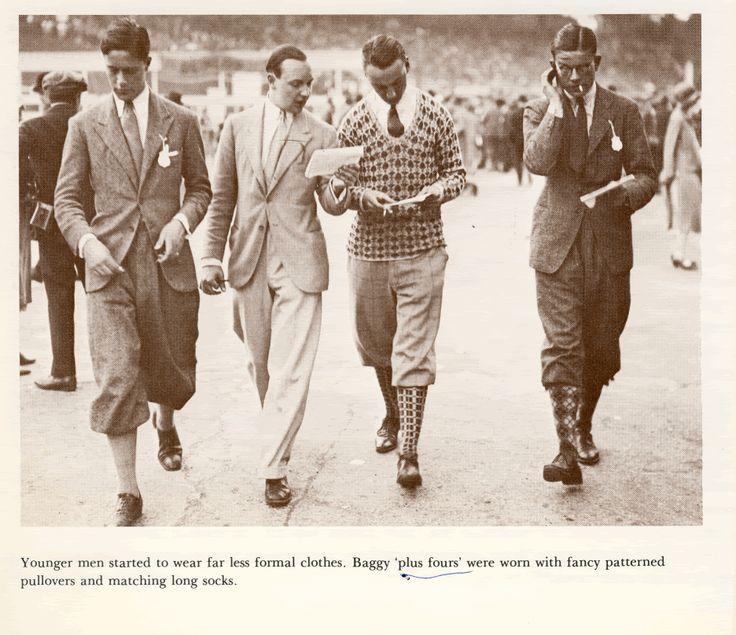 1920s young men fashion Những năm 20, lần đầu tiên nam giới rũ bỏ những bộ trang phục mang nặng tính hình thức và chuyển sang ưa thích phong cách thể thao.