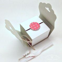 Stampin Up - Stempelherz - Pralinen-Verpackung - Box - Osterei-Verpackung - Stanze Gewellter Anhänger - Gemustertes Designerpapier Rhabarberrot - Stanze Wellenkreis 7:8%22 - Stanze Mini-Schmetterling - Spitzenklebeband - Pralinenverpackung 03a