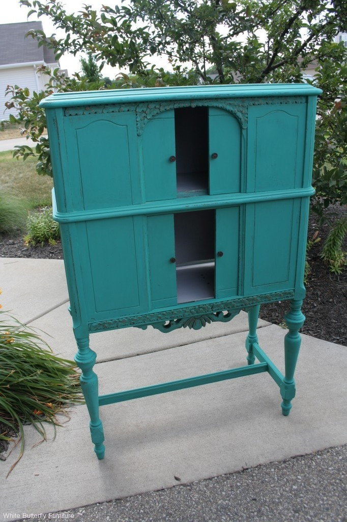 Annie Sloan Chalk Paint, Florence on a beat up old radio cabinet