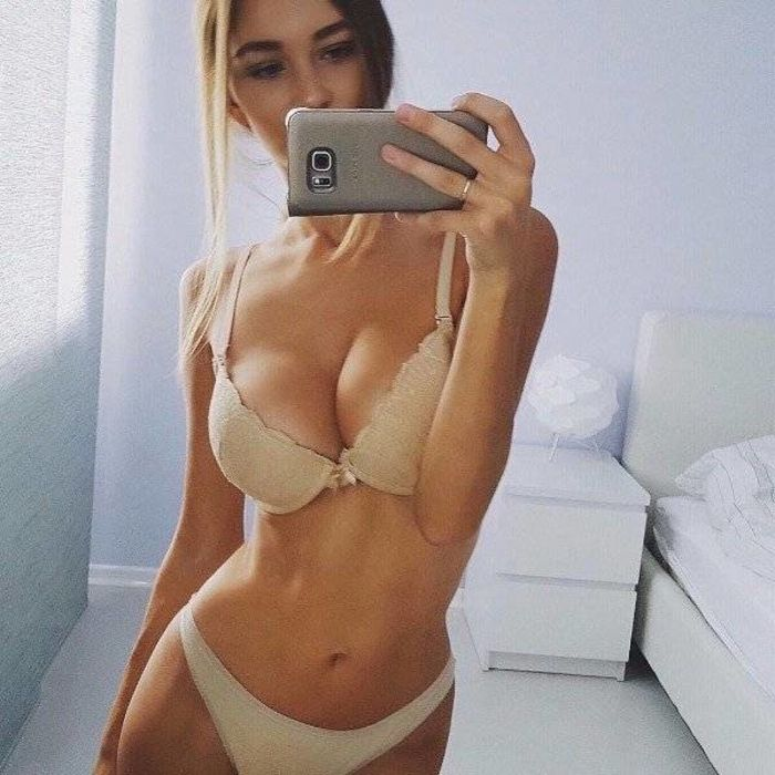 Kim Kardashian Flaunts Booty Boobs In Super Sexy Selfie