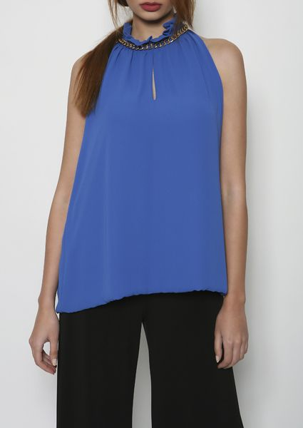 Sleeveless blouse with an impressive royale blue color with chain detail on the neckline