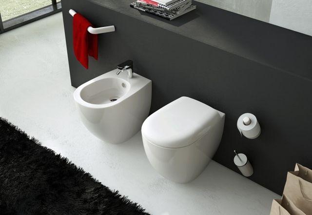File, design Meneghello Paolelli Associati. Sanitari a terra e accessori Postit / Back to wall sanitaries and Postit accessories. #bathroom #design #bagno #arredo