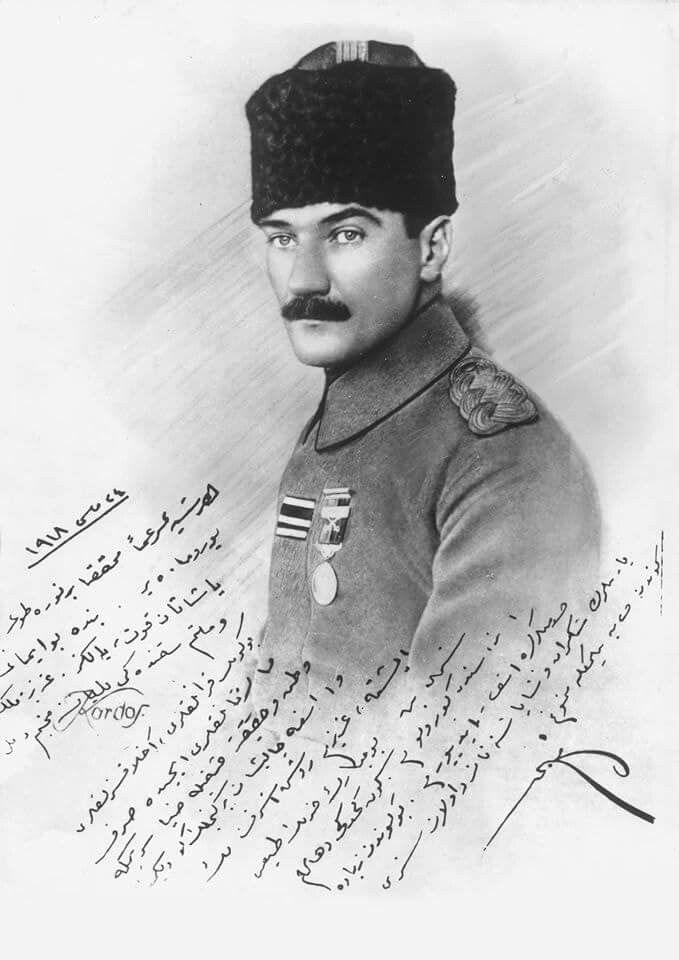 """O, gençliğe her zaman inandı. Her şeyin bitmek üzere olduğu anda, 24 Mayıs 1918'de Ruşen Eşref'e imzaladığı fotoğrafa yazdıkları: """"Her şeye rağmen muhakkak bir nura doğru yürümekteyiz. Bende bu imanı yaşatan kuvvet, yalnız aziz memleket ve milletim hakkındaki muhabbetim değil, bu günün karanlıkları, ahlaksızlıkları, şarlatanlıkları içinde; sırf vatan ve hakikat aşkıyla ziya serpmeğe ve aramaya çalışan bir gençlik gördüğümdendir."""""""