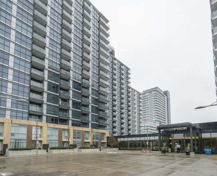 Stunning 1+1 Bdrm Modern Condo in Bayview Village! Concord Park Place Condominium Complex. Bright & Spacious. Mins To Subway, Shops, Restaurants & Go Station. Easy Access To 401 & 404. Free Shuttle Services To Subway, Fairview Mall & Bayview Village. 24 Hrs Concierge. Amenities Include 24hr Concierge & Security, Indoor Pool, Gym, Guest Suite, Party Room, Hollywood Style Theatre, Card & Party Room, & Pet's Spa. A must-have home - see it today!