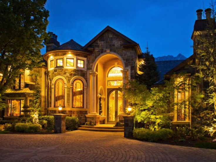 Best 25 big houses ideas on pinterest mansions homes for Nice big mansions