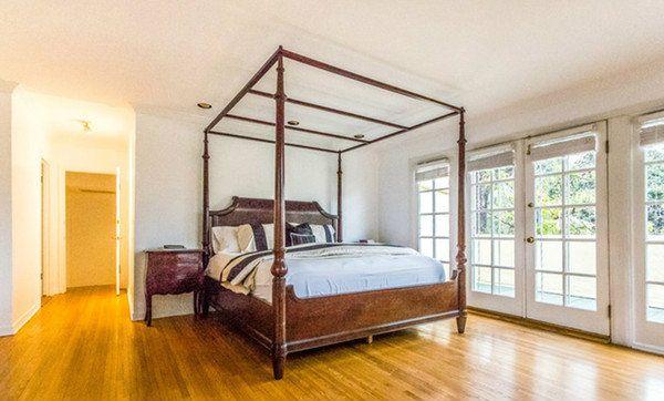 Nate Berkus' Family Home In West Hollywood  READ MORE at http://losangeleshomes.eu/celebrity-homes/nate-berkus-family-home-in-west-hollywood/  #LosAngelesHomes #LuxuryHomes #CelebrityHomes #NateBerkus #WestHollywood @nateberkus