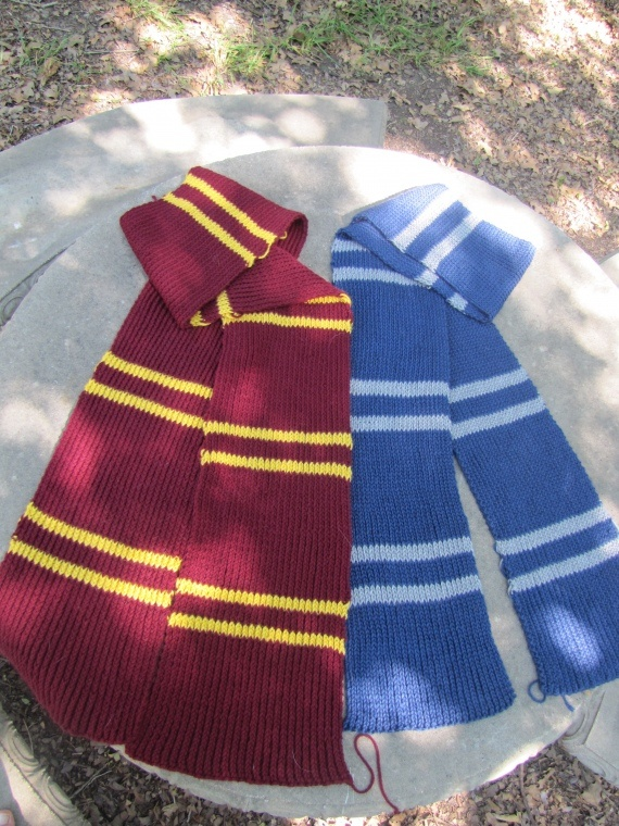 :)...  Hogwarts Knit Scarf Pattern. GONNA GIVE IT A GO