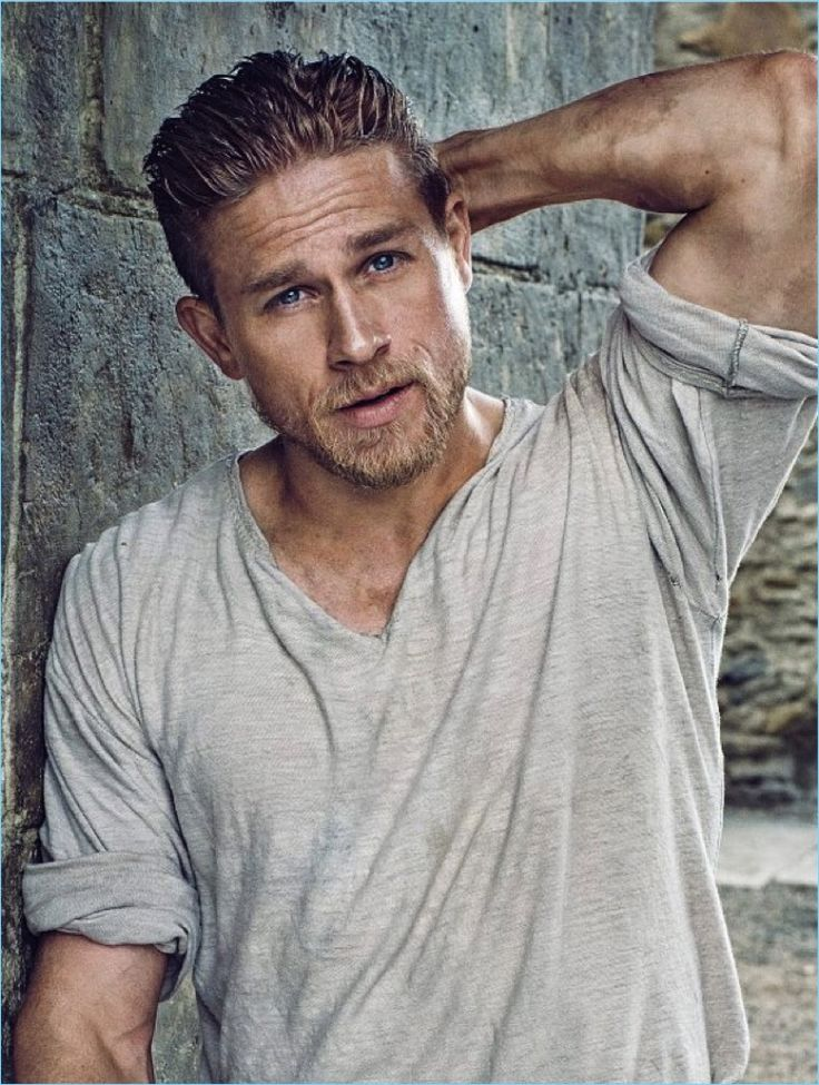 IO Donna features Charlie Hunnam in its latest issue.