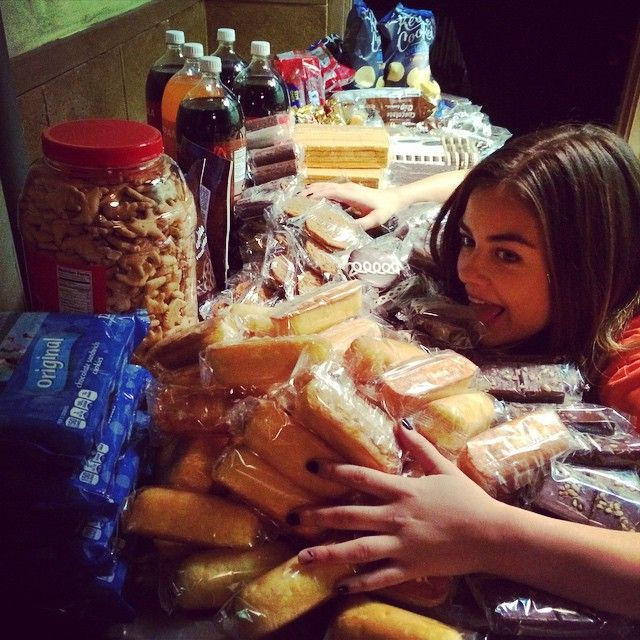 Lucy Hale loves food! | Pretty Little Liars