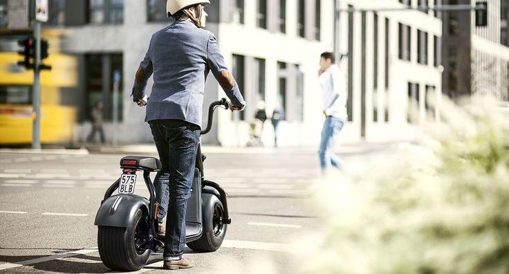 Alman GmbH & Co. şirketi tarafından geliştirilen Scrooser adlı araç, kas gücüyle çalışan scooter'ları elektrikli motorlarla birleştirerek yepyeni bir deneyim sunuyor. Scrooser, 'Impulse Drive' adı verilen sistem sayesinde, sürücünün bacaklarını kullanarak hareket ettirdiği aracın hızına motoruyla destek oluyor. Böylece küçük bir eforla uzun mesafeler kat edilebiliyor ve sürücü çok daha az yoruluyor. #İşCep #AnındaBankacılık #teknoloji #technology #digital #dijital #teknolojitasarım
