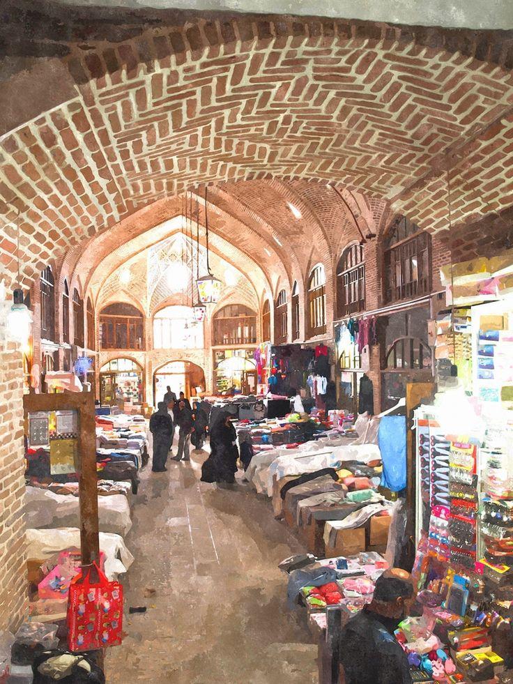 Dünyanın en büyük kapalı çarşısı olan Tebriz Çarşısı'nda meşhur İran halılarını, ülkenin kültürünü yansıtan mücevherlerini ve çok daha fazlasını bulabilirsiniz.