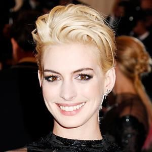 Anne Hathaway's new blond hair color.