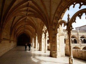 intérieur du cloître des hiéronymites - visiter lisbonne blog voyage