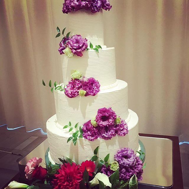 最近人気のオリジナルケーキ!  会場コーディネートに合わせてお花を飾り付け豪華に♪  おふたりもオリジナルケーキを一緒に作ってみませんか?  #kotowa #KOTOWA  #kotowa奈良公園premiumview  #KOTOWA奈良  #dearswedding  #スマイル  #smile  #結婚式 #結婚   #ウェディング #wedding  #プレ花嫁 #結婚式場  #奈良公園   #奈良   #デザート   #ケーキ  #オリジナルケーキ  #cake  #ウエディングケーキ   #weddingcake
